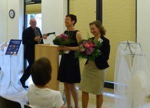 Die Herausgeberinnen Grit Kramert und Michaela Frölich. Hinten Dr. Andreas Mäckler